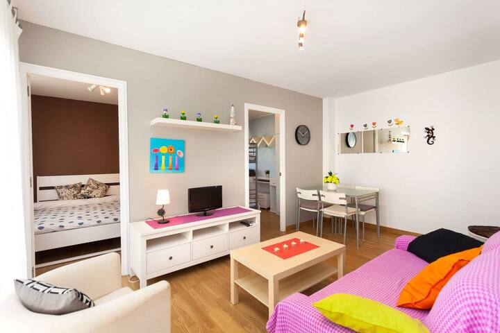 Cozy, central 2 bedroom flat for 4.