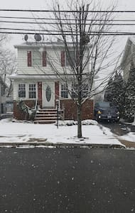 Convenient and spacious house close to NYC - Lyndhurst