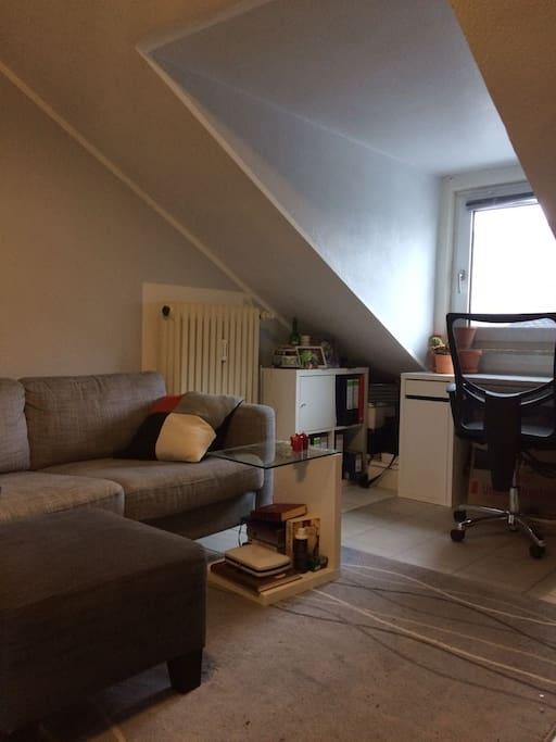 Sofa & Schreibtisch