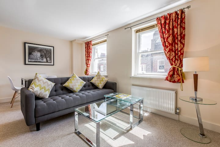 2 Bed in the heart of Mayfair by Bond St - London - Apartemen