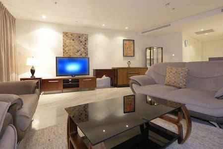 Signature Holiday Homes- Luxury 2 Bedroom Apartment, D1 Residences - Dubai - Appartement