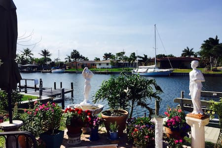Beautiful Waterfront Home near Bch - Satellite Beach - Rumah