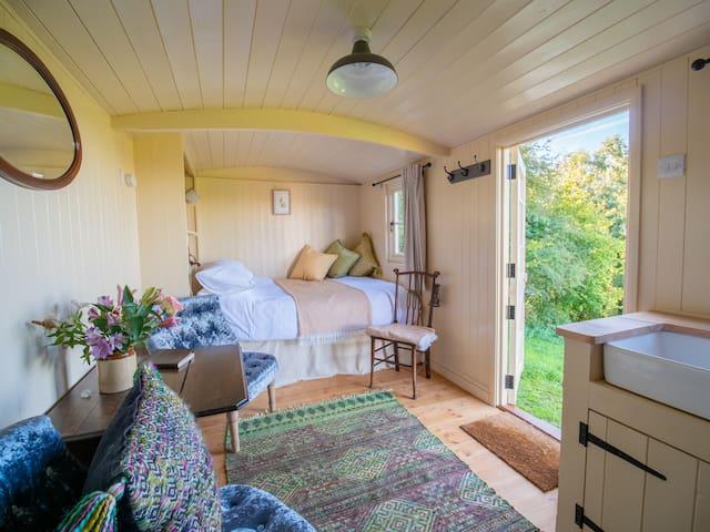Cosy, Luxury Shepherds Hut