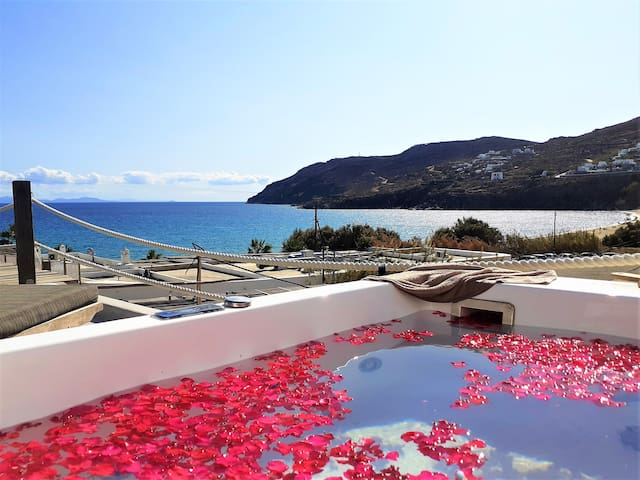 Private jacuzzi with seaview for 3 guests!!!!!