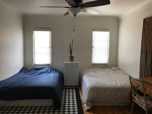 Private Bedroom in Mid Wilshire/Hancock Park