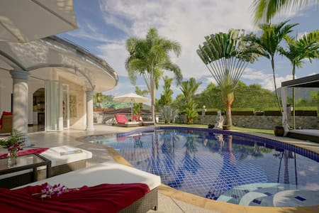 Luxurious, quiet, private Pool-Villa Lotus, 7/7 housekeeper, 24/7 Butler