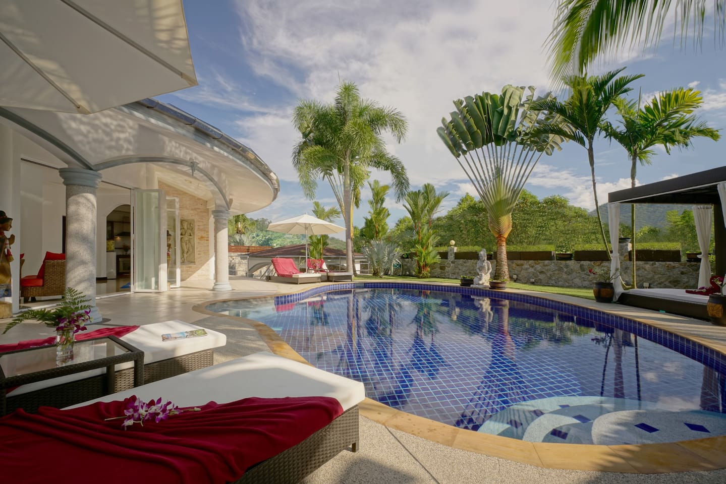 Pure privacy in your tropical garden