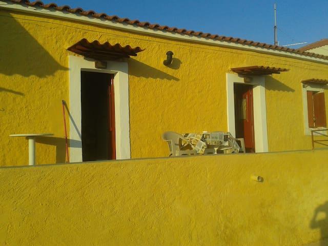 Ολόκληρο Σπίτι στο κέντρο της Νεάπολης  << Τάσος>>