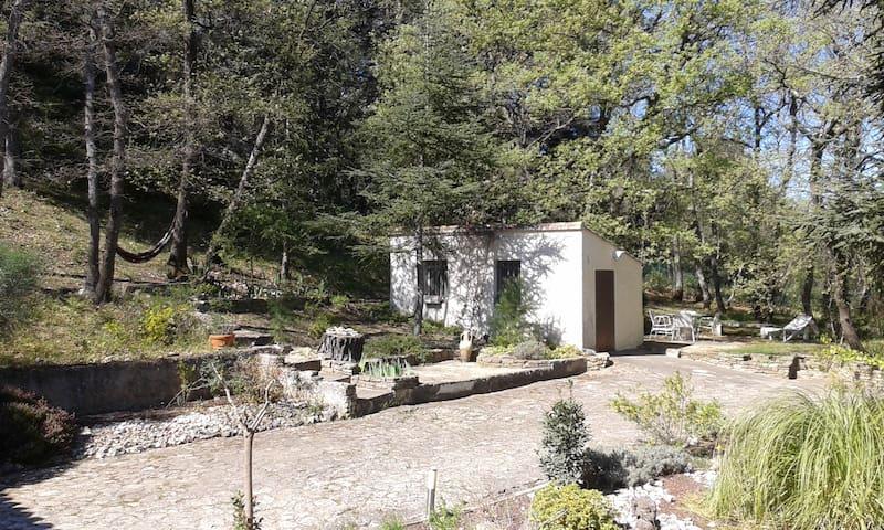 Studio de 15m2 au pied du Luberon - Maubec - Outro