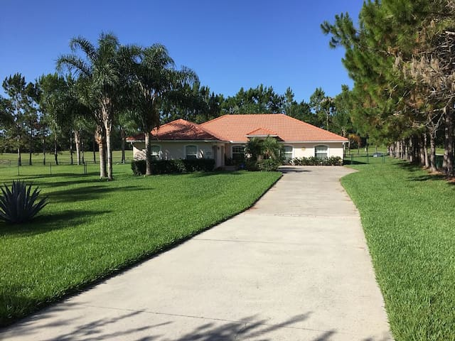 A Great Place to Stay, Waterskier's,Triathletes - Clermont - Villa