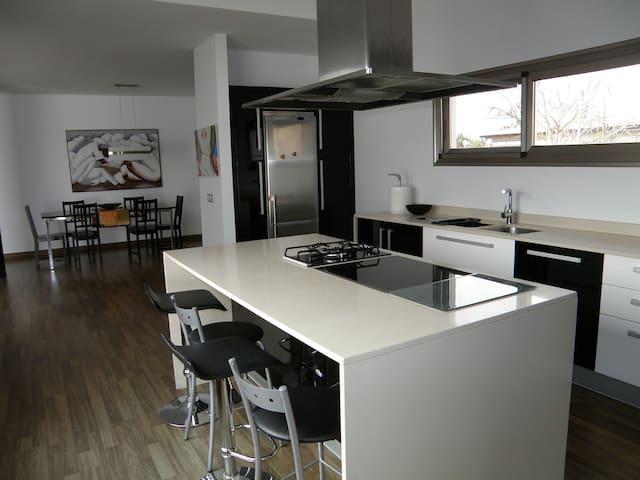 "Casa ""NORAH"" moderna tranquila con piscina y wifi - La Oliva - Huis"