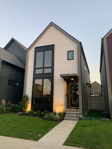 Downtown Modern Smart Home with plenty of parking!