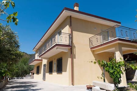 under secular olive trees in Cilento by the sea - Montecorice - Apartament