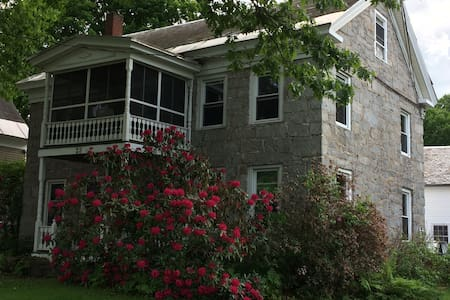 Beautiful Old Stone Home - Marlborough - Pis