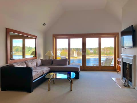 Waterfront 2BR/2BA