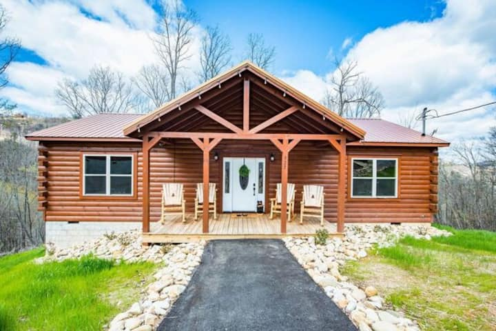 ***2 Master Suites Luxury Smoky Mountain Escape***