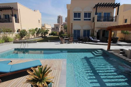 Large modern villa with private pool and garden - Dubai - Villa