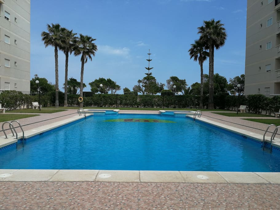 Beach pool apartment los arenales flats for rent in for Comunidad del sol