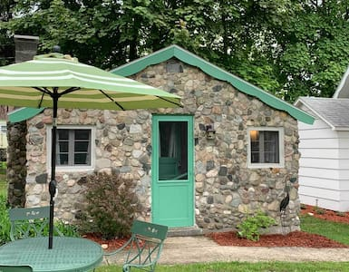 M22 Stone Cottage | Green Buoy Resort | Onekama MI