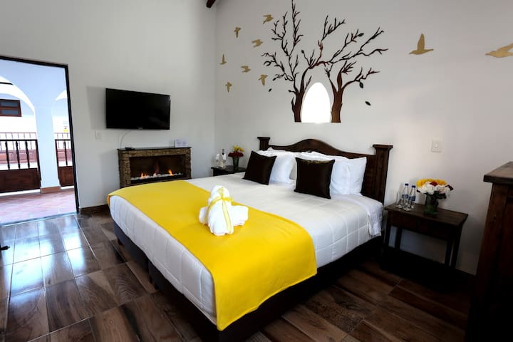 New VDL COLONIAL HOTEL - Chimenea & jacuzzi SUITE