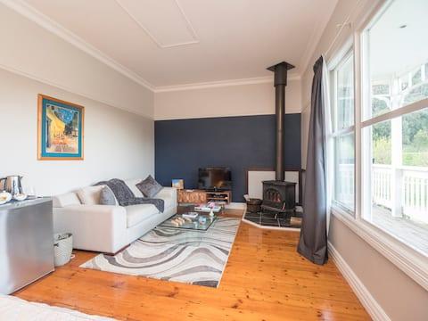 Berner Bed & Breakfast, Halls on Falls Homestead