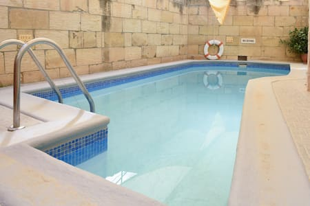 Private double bed ensuite - Għarb