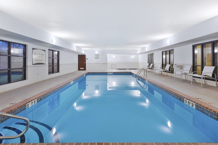 Equipped Suite near the University of Missouri | Fitness Center + Free Daily Breakfast
