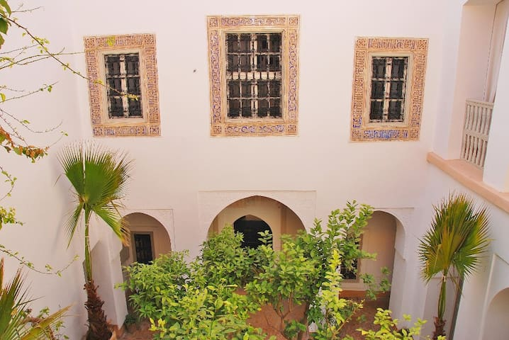 Upper part of the courtyards, showing 18th century plaster detailing