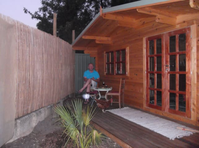 Pine cabin nestled in pine trees - Bullsbrook - Bed & Breakfast