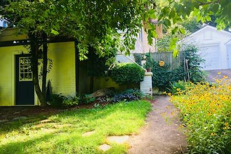 Charming Bungalow Apartment - Biltmore Area