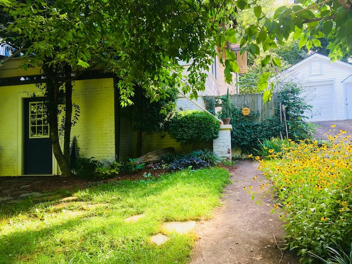 Charming Bungalow Apartment - Biltmore Area