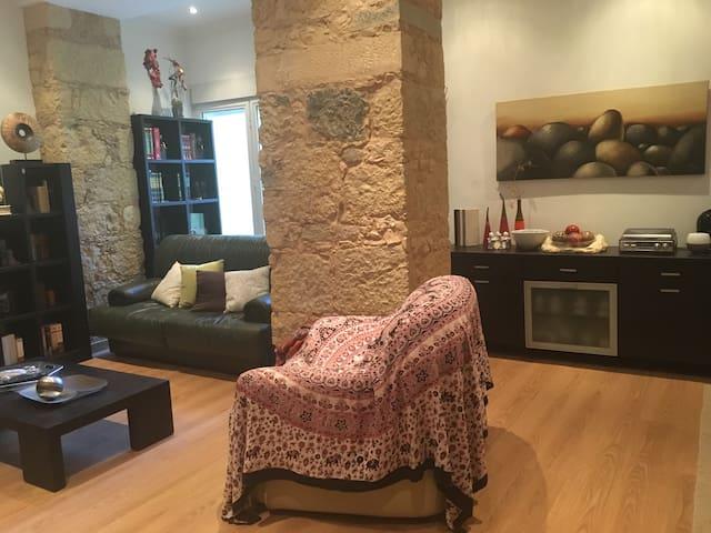 Cozy double room close to Gulbenkian/Sete Rios