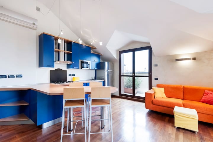 ATTIC IN MILAN  WITH A 180° VIEW ON THE ALPS - Milano - Apartment