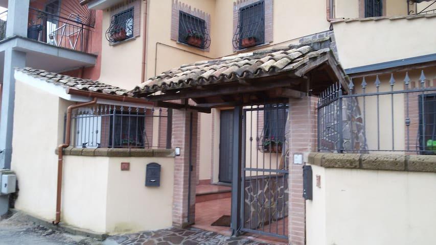 Delizioso appartamento in casale - Cesano - Apartamento
