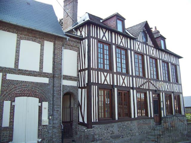 Maison Dr Vassaux B&B  Houat - Saint-Saëns - Bed & Breakfast