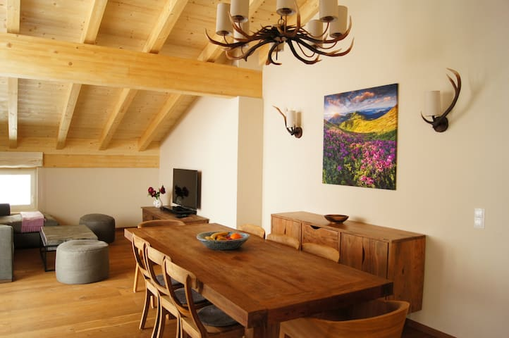 Pure alpine home-3 bedrooms, 3 bathrooms, sleeps 8