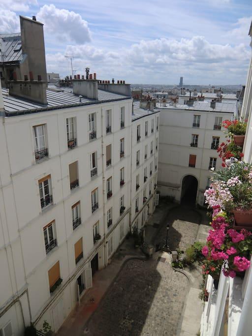 Vue de la cour et de Paris depuis l'appartement