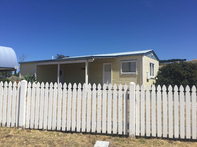 Classic 70's Kiwi Bach/Tiny Home