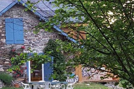 """Grange  de charme en montagne - Grange """"SEFAMI"""" - Uz"""