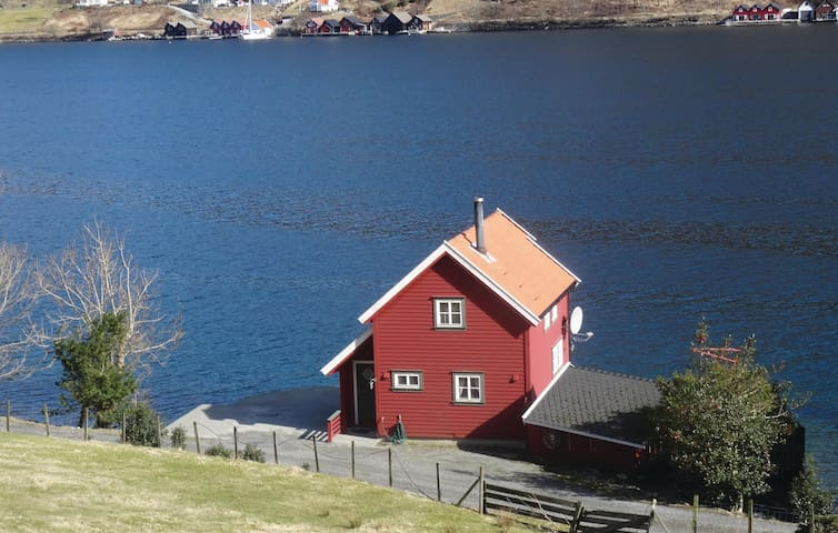 Holiday cottage with 2 bedrooms on 76 m² in Ølensvåg