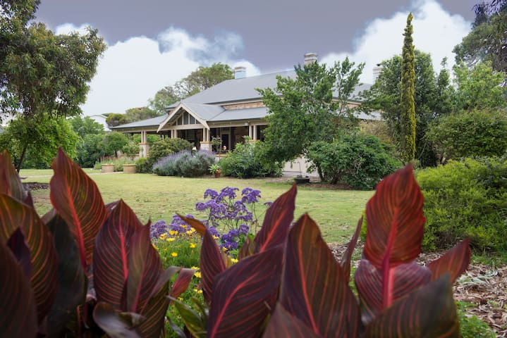 Jacaranda Suite at Yankalilla Bay Homestead