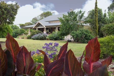 Jacaranda Suite at Yankalilla Bay Homestead - Normanville - Bed & Breakfast