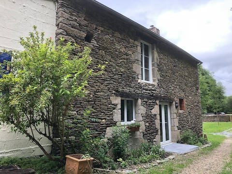 Le Moulin Hugo, pet friendly riverside cottage