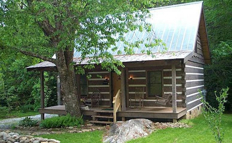 Cherry Bluff Log Cabin Rental - Otto - Stuga