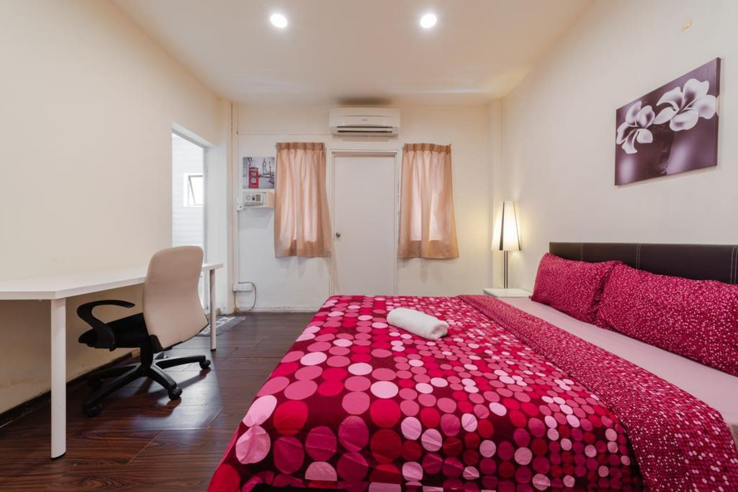 Room 205/305  Please note, what you see may be different from what is given to you, we assign rooms according to our availability.
