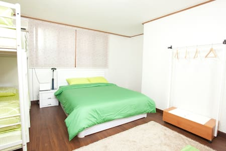 Hongdae! Wide Room, Best Location - Seoul - House