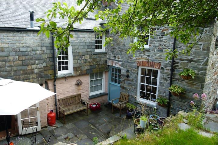 Cornish courtyard. Nicer on a sunny day!