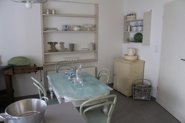 Helle, grosszügige Räume charmant eingerichtet - Bremgarten - House