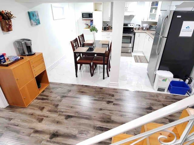 Cozy, clean & separated bsmt unit near Lakeshore