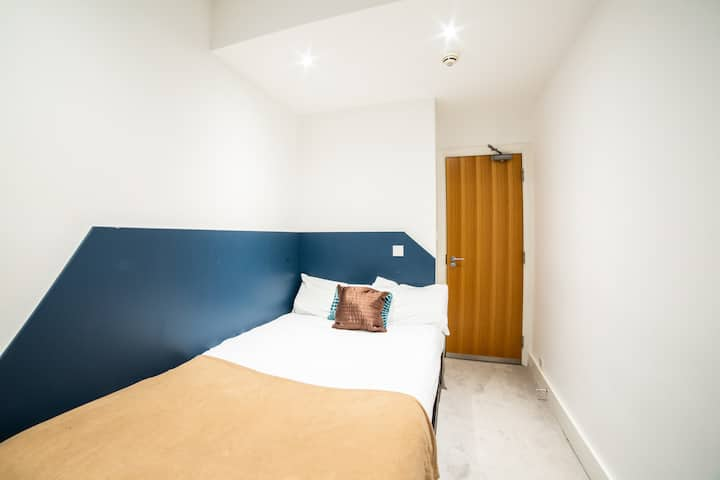 Compact Double Room in OYO Amsterdam Hotel